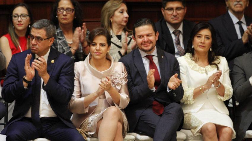 María Paula Romo y juan Sebastián Roldán (centro), durante el Informe a la Nación del presidente Moreno, el 24 de mayo del 2019.