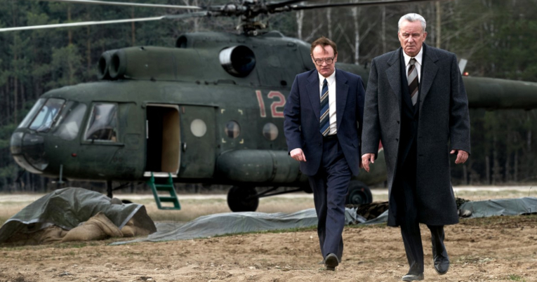Jared Harris y Stellan Skarsgård como Valery Lagasov y Boris Shcherbina, en 'Chernobyl'