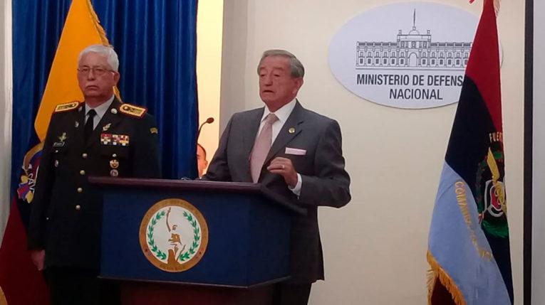 El ministro de Defensa reconoció la presencia de elementos armados en la zona minera de Buenos Aires.