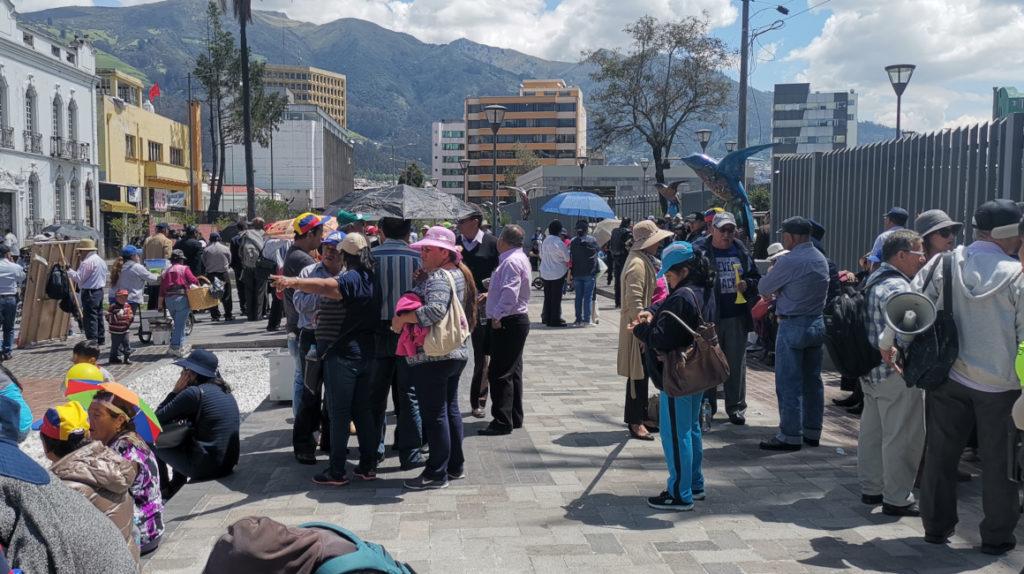 Un grupo de profesores jubilados inicia huelga para exigir al Gobierno el pago de sus pensiones
