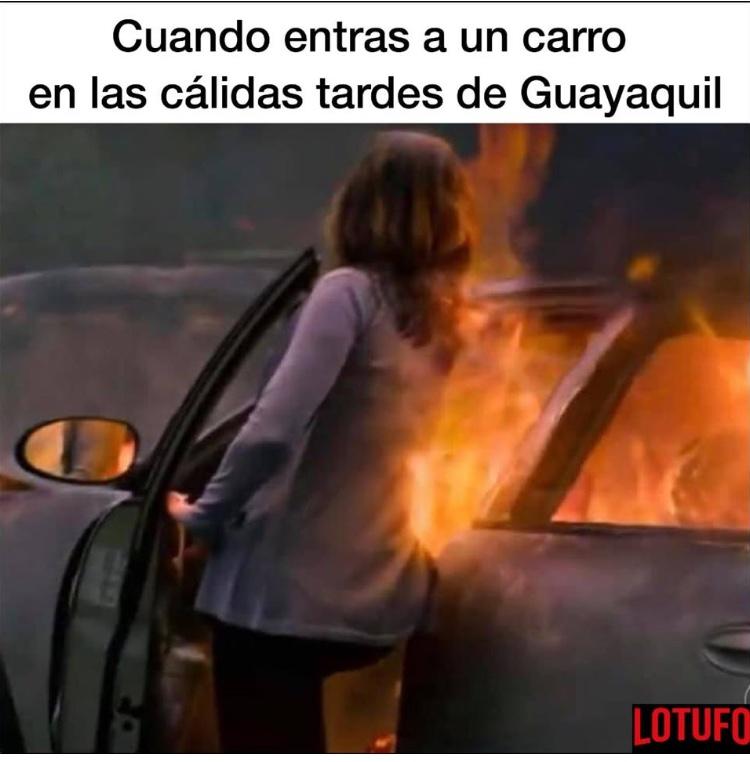 Auto en llamas Guayaquil