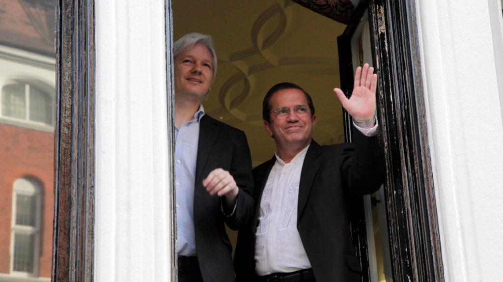 Contraloría señala las irregularidades de los seis años de Assange en la Embajada