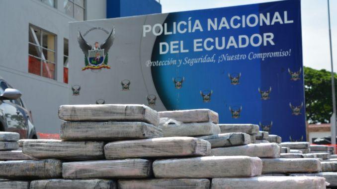 Policía encuentra una tonelada de cocaína escondida en cajas de banano
