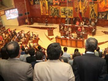 Veterinarios, arquitectos de interiores e ingenieros textiles, entre los asesores de la Asamblea
