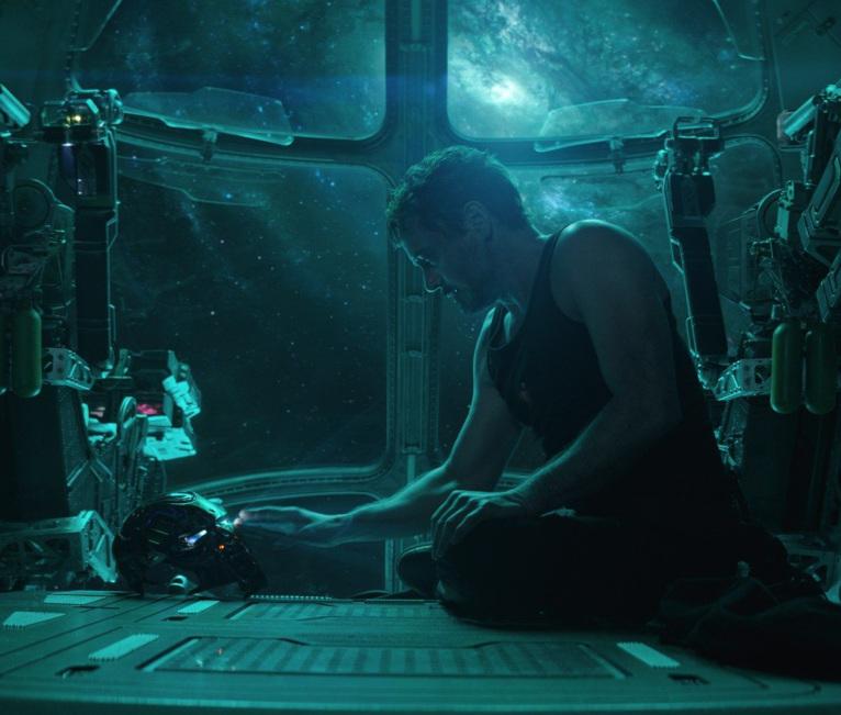 Tony Stark, a la deriva en el espacio.