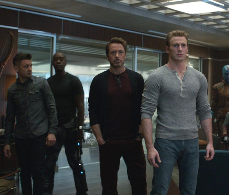 Hawkeye, Warchine, Iron-man y Capitán América, antes de la batalla.