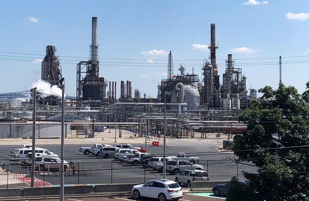 Miembros de la OPEP confían en poder estabilizar mercado del petróleo