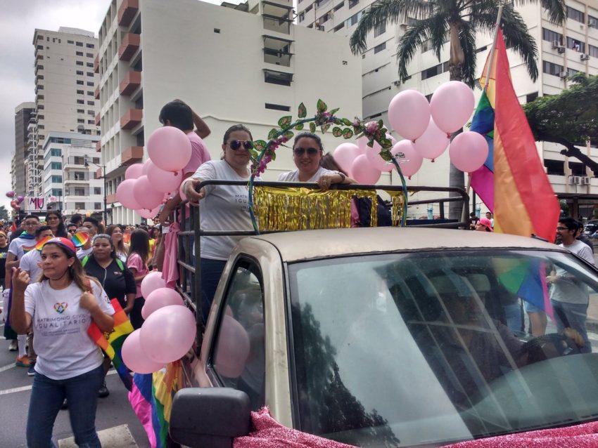 La activista Pamela Troya participó del desfile del Orgullo Gay en Guayaquil.