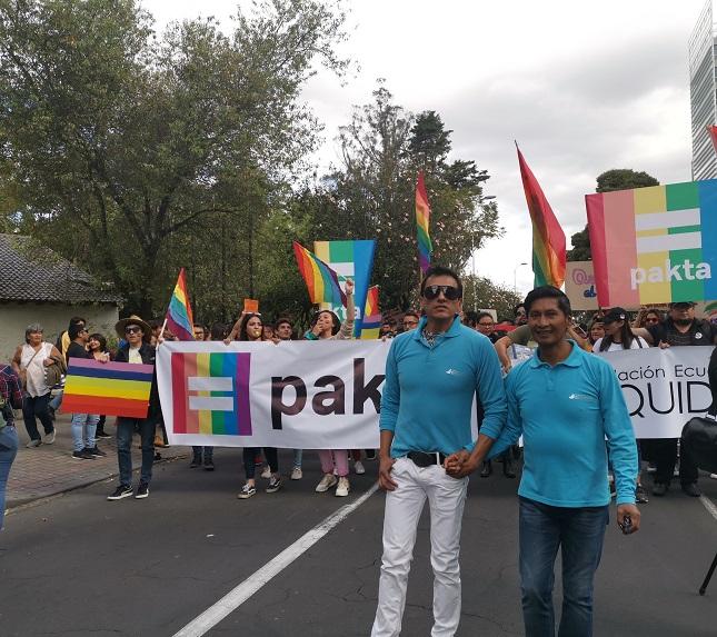 Parejas GLBTI en Quito celebraron el fallo histórico de la Corte sobre el matrimonio igualitario.