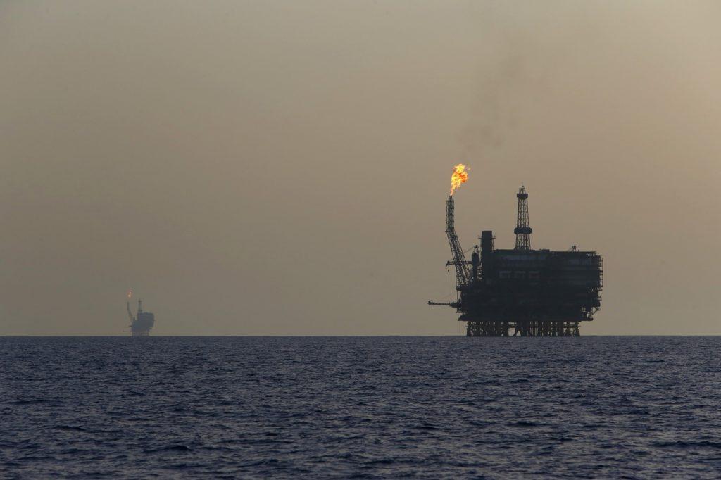 Precios del barril de petróleo se disparan tras las tensiones entre Irán y Estados Unidos