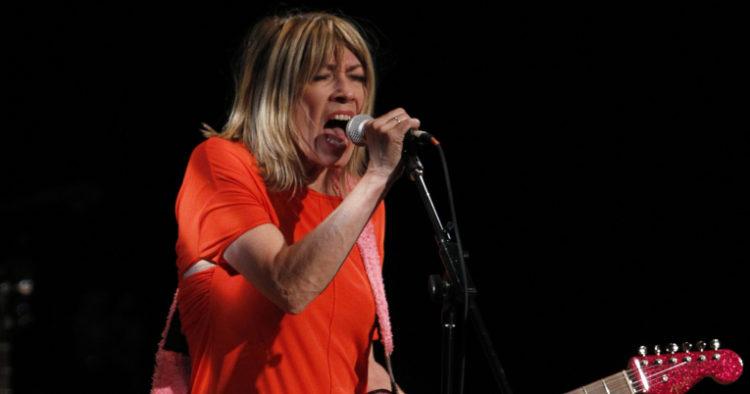 Kim Gordon en un concierto de Sonic Youth, en Nueva York, en 2011.
