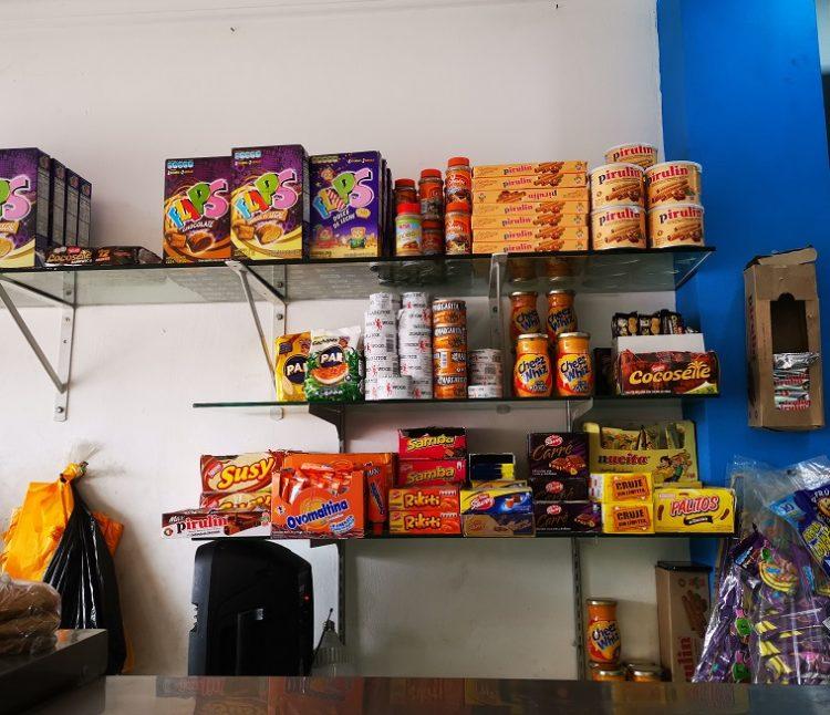 En Sauces 8, los migrantes pueden encontrar harina para arepas, chocolates y otros dulces venezolanos.