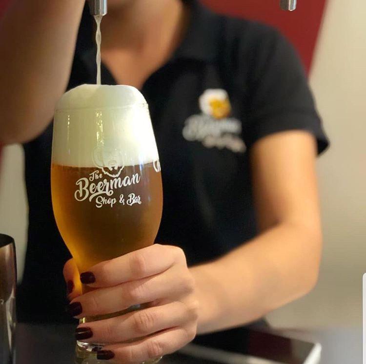 The Beerman es un bar que ayuda en la promoción de marcas nacionales de cerveza artesanal.