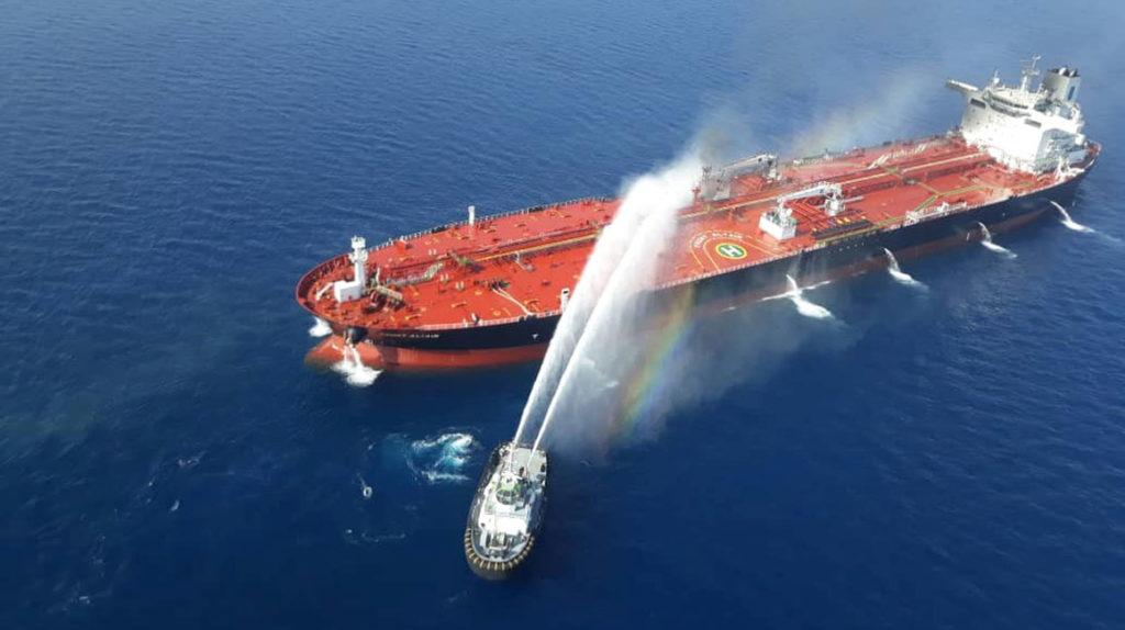 Ataque a barcos impulsa el precio del petróleo en 2% pese a baja en la demanda