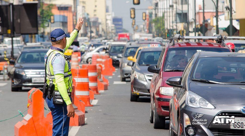 Guayaquil, una de las 25 ciudades con más tráfico en el mundo, opta por trabajo comunitario en lugar de multas