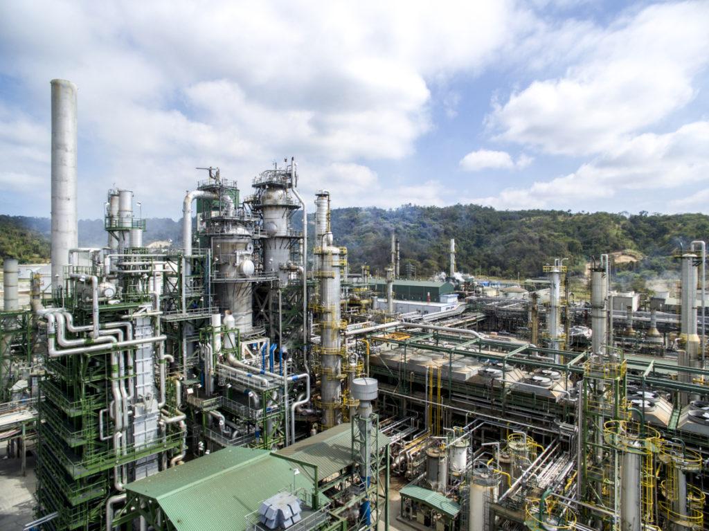 Cuesta habla de concesión, reparación y de una nueva refinería en Esmeraldas