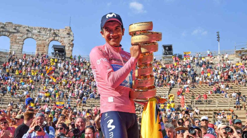 El ciclista ecuatoriano Richard Carapaz celebra su triunfo en el Giro de Italia 2019.