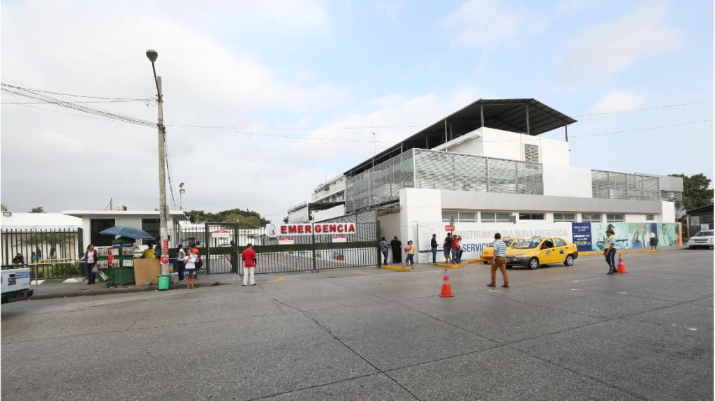 Hospital del IESS en Guayaquil remueve a 11 funcionarios