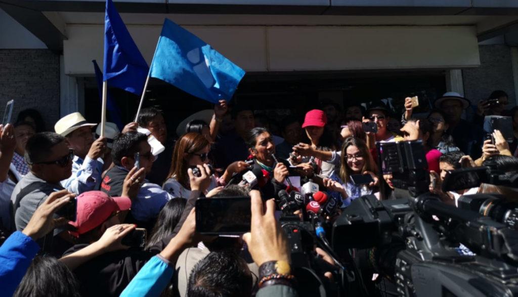 Yaku Pérez inicia el trámite para la consulta popular que busca prohibir la minería en Azuay