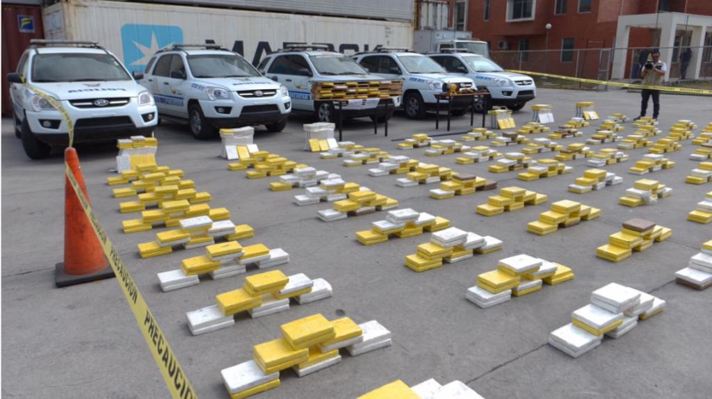 Antinarcóticos decomisa cargamento de droga valorado en USD 71 millones