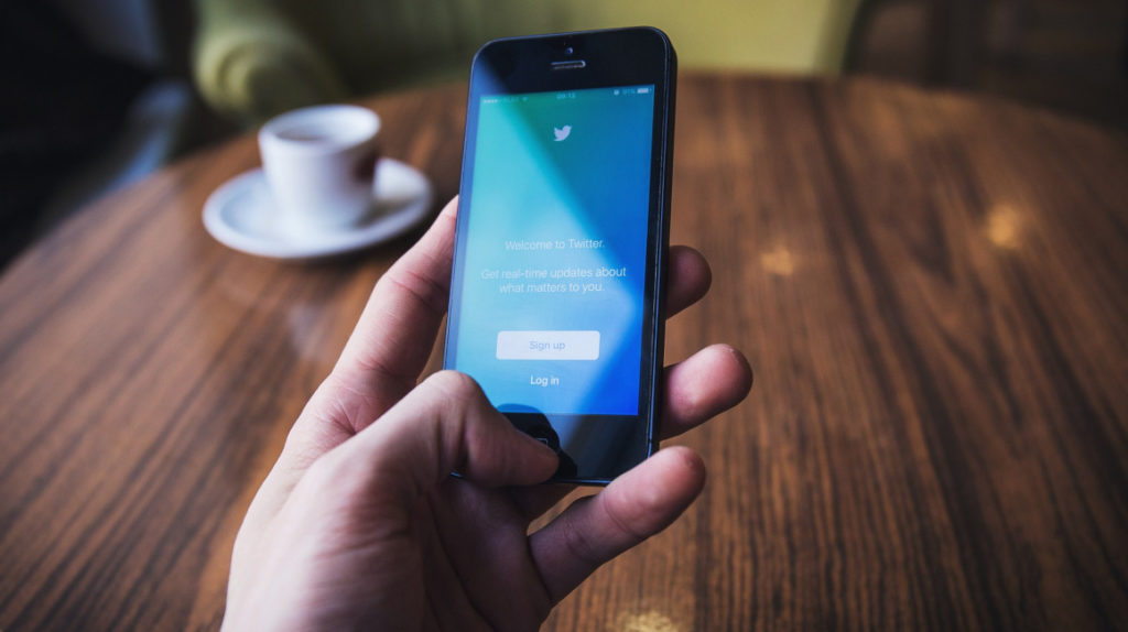Twitter supera las previsiones de ingresos y aumenta el número de usuarios que ven anuncios