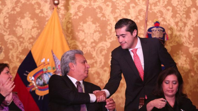 Lenín Moreno saluda a Richard Martínez