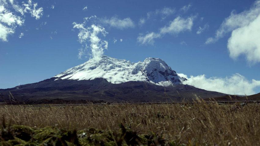 Imagen de archivo de 2013 con la vista panorámica del volcán Antisana.
