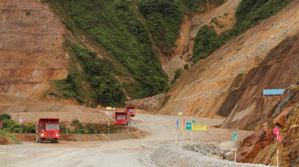 Ecuador pone parte de sus esperanzas económicas en la megaminería