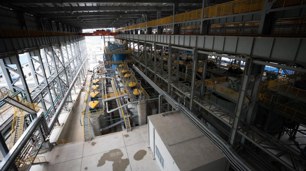 Gobierno y empresas privadas construyen infraestructura para desarrollar la industria minera
