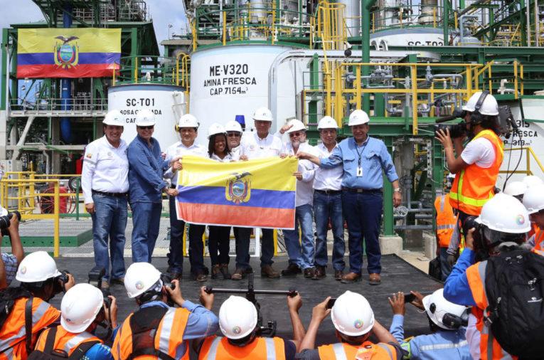 La plana mayor: Álex Bravo, José Icaza, Rafael Poveda, Jorge Glas y Capaya, en la Refinería de Esmeraldas en 2015.