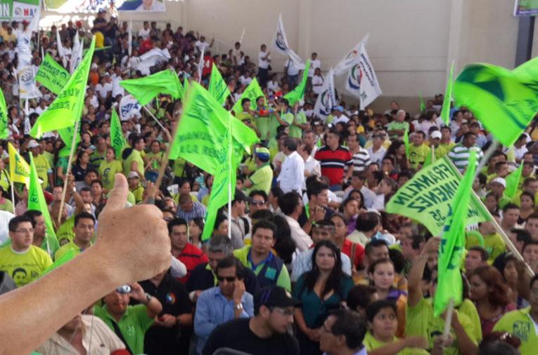Acto de campaña electoral en noviembre de 2013.