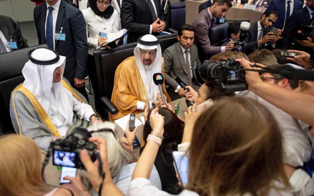 Se derrumba el precio del petróleo en un 10%, la mayor baja en 11 años