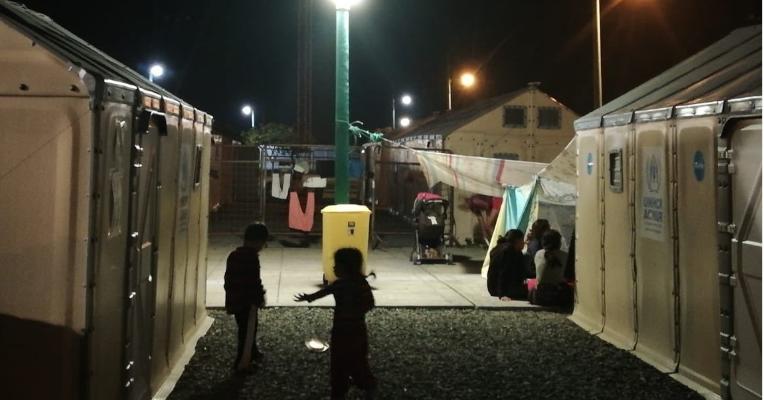 El MIESS informó que brindó asistencia a 105 niños que pernoctan junto a sus padres en refugios de Huaquillas.