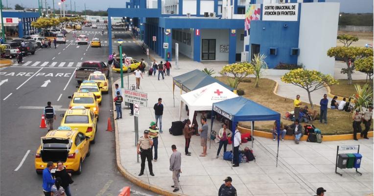 El Centro Binacional Fronterizo está regulado por la Comunidad Andina y controla el flujo migratorio de personas, mercancías y vehículos.