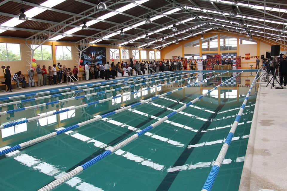 Cinco nadadores hospitalizados por negligencia en la piscina de Miraflores, en Quito