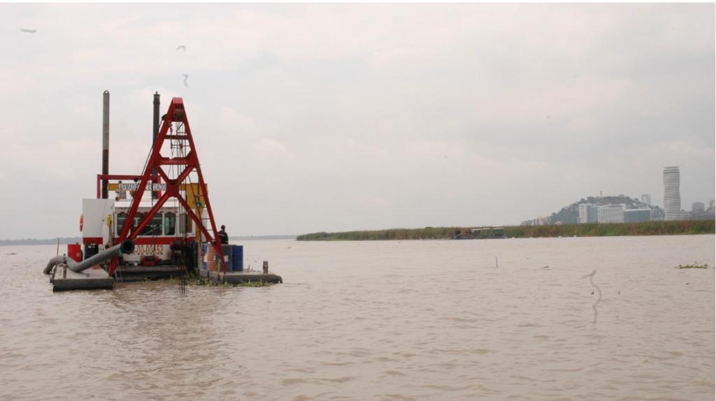 Dragado del río Guayas: 50 años de retraso y tres licitaciones sin resultados