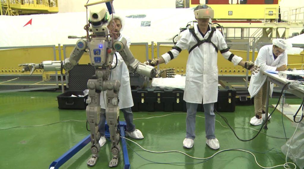 El androide ruso Fiódor inicia su aventura espacial con un revés