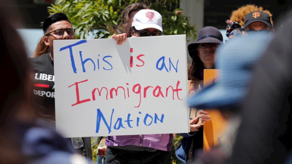 Arrestan a 680 inmigrantes en Estados Unidos en la mayor redada en una década