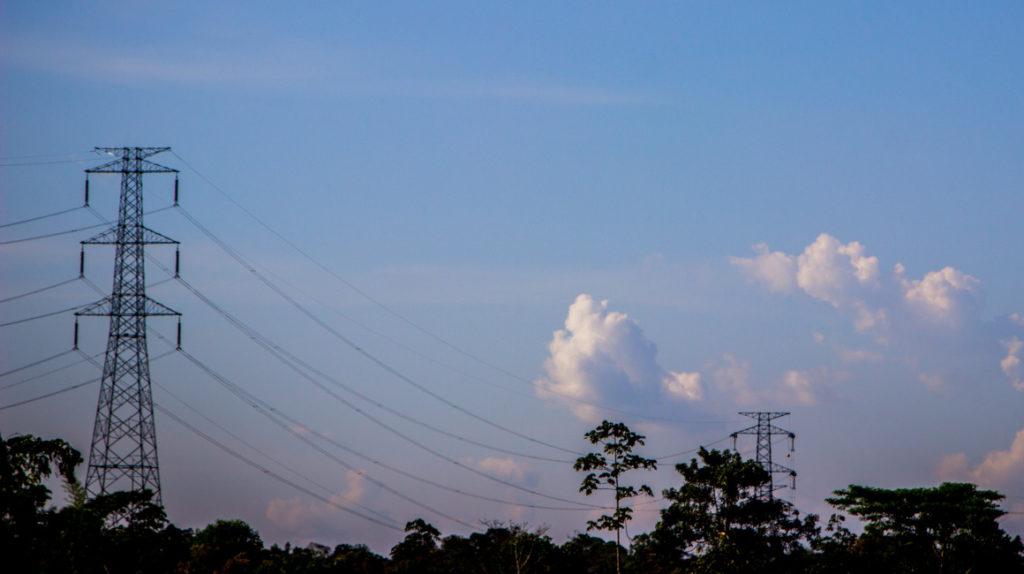 Ecuador reglamenta la participación de privados en el sector eléctrico