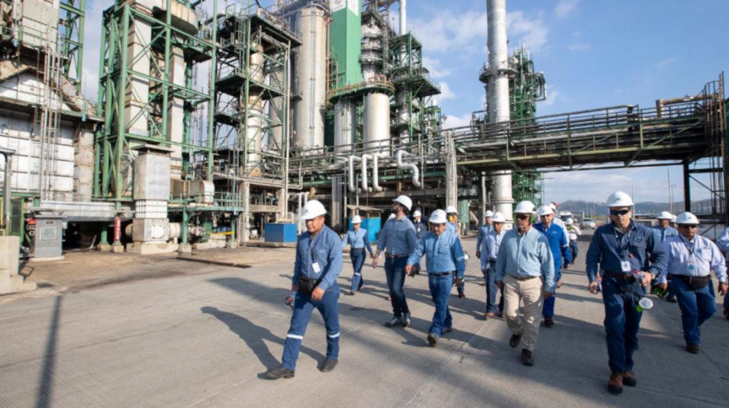 La Prefecta de Esmeraldas exige que el gobierno aclare qué piensa hacer con la refinería