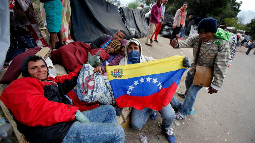 Venezolanos en Ecuador buscan orientación legal para el trámite de la visa humanitaria