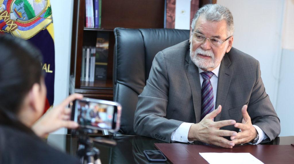 Enrique Pita pide revocar estatus de dos veedores españoles