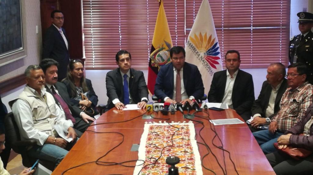 Jubilados y gobierno firman acuerdo: BIESS comprará bonos del Estado y se acaba la huelga de hambre