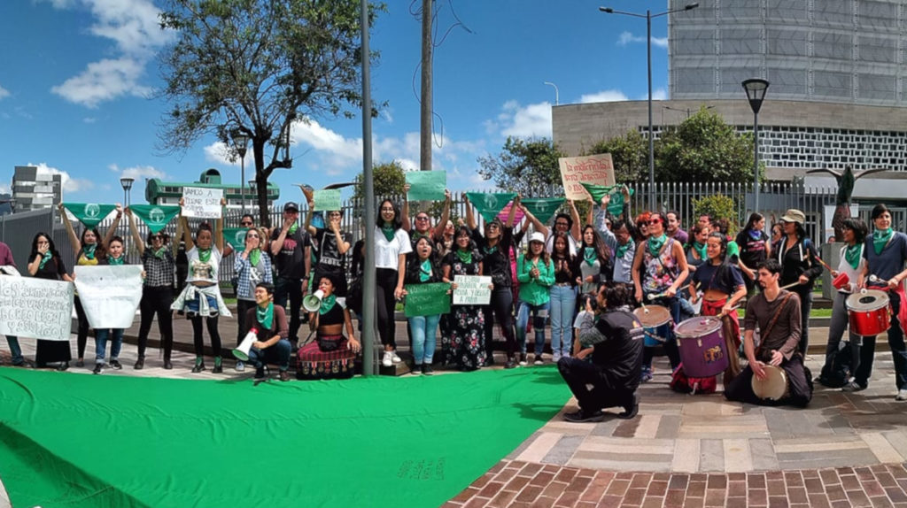 Colectivos de mujeres piden despenalización del aborto por tres causas