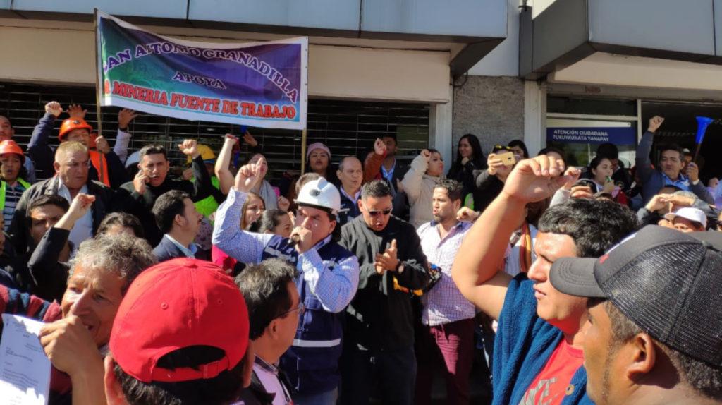Alcalde de Camilo Ponce Enríquez plantea consulta popular a favor de la minería