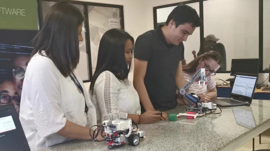 En Ecuador se aprende programación con robots de Lego