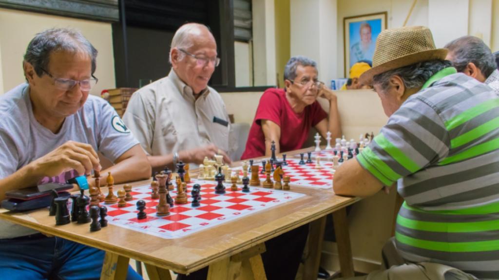 El envejecimiento poblacional presiona al sistema de pensiones