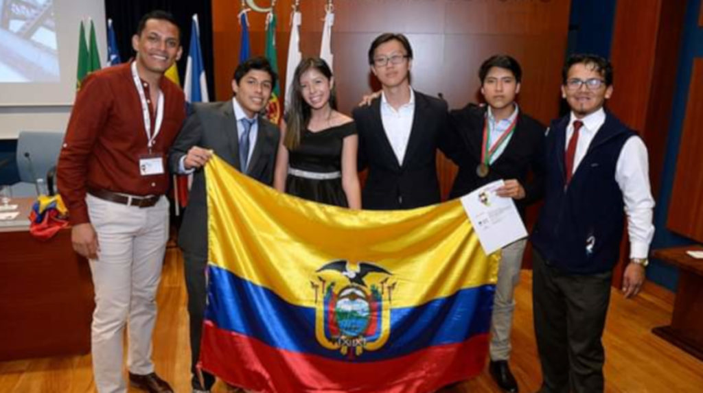 Un ecuatoriano gana medalla de bronce en las Olimpiadas de Química