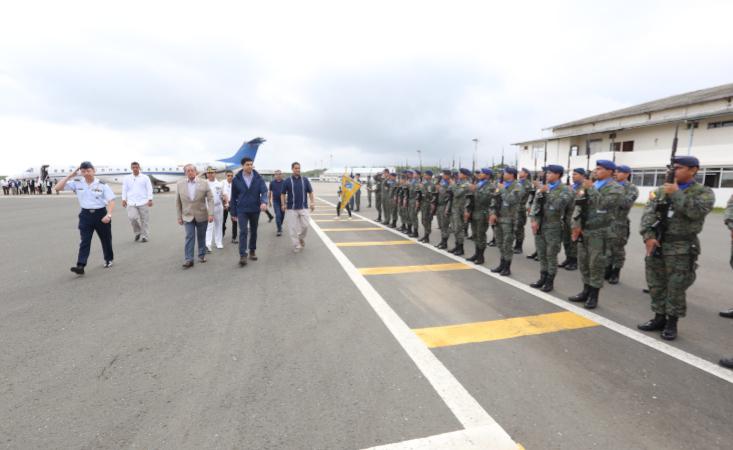 El Vicepresidente en el Aeropuerto Eloy Alfaro.