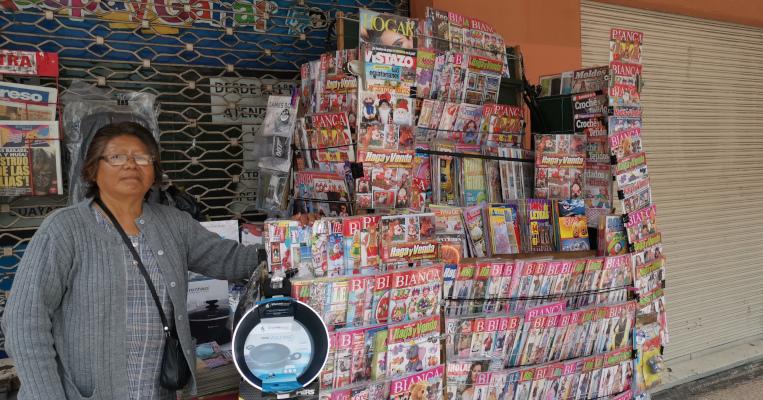 María Paguay en su puesto de trabajo, en las calles Sucre y Venezuela